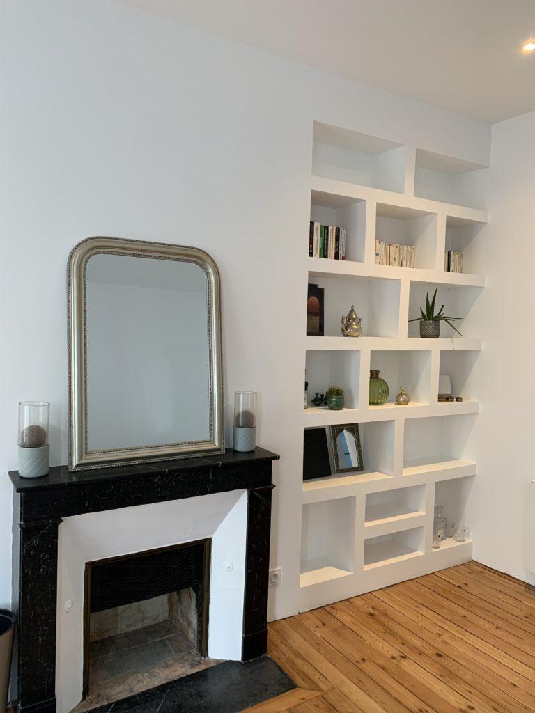 Étagères avec cheminée - rénovation appartement Angers